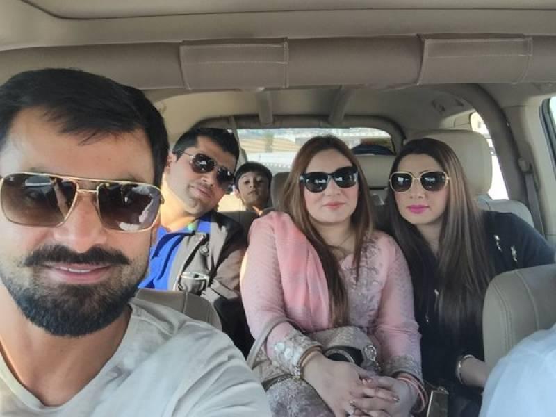 PICS: Hafeez with family go for Dubai desert safari