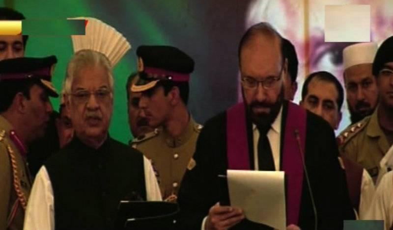 Iqbal Zafar Jhagra takes oath as Khyebr Pakhtunkhwa Governor