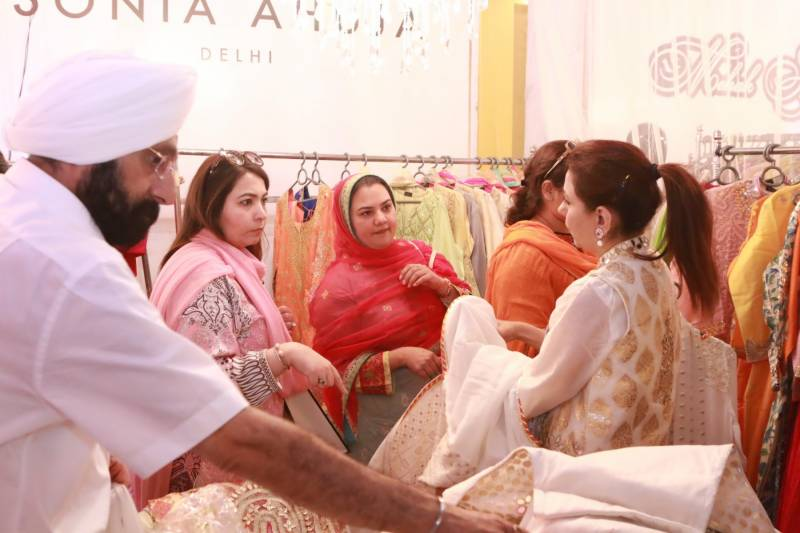 """India and Pakistan exhibit the best of fashion, art and home accessories on the second day of """"Shaan-e-Pakistan""""in Lahore"""