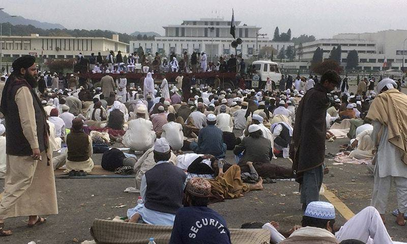 Pro-Qadri protesters demand imposition of Shariah, execution of blasphemy convicts