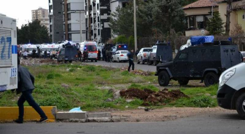 7 police officers killed, 27 injured in car bomb attack in Turkey