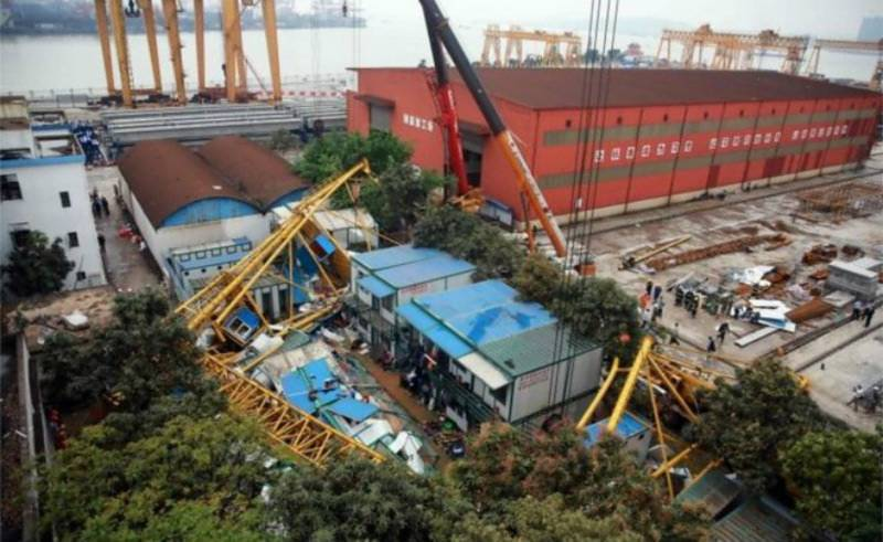 Crane collapse in China leaves 18 dead