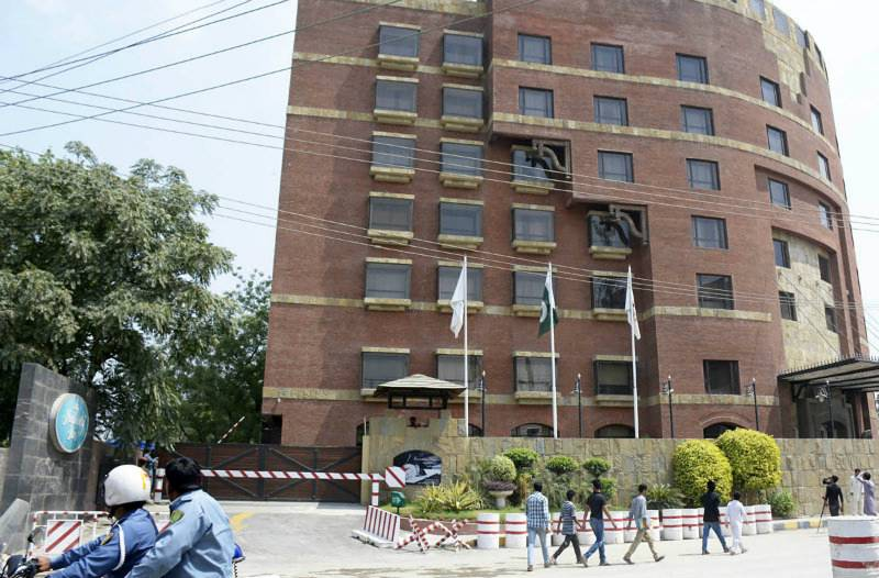 17-year-old girl dies after falling from 7th floor of Lahore hotel