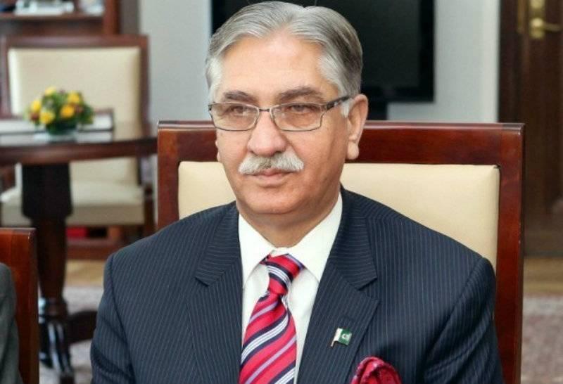 Ex-Senate chairman Nayyar Bukhari booked for slapping cop outside Islamabad court