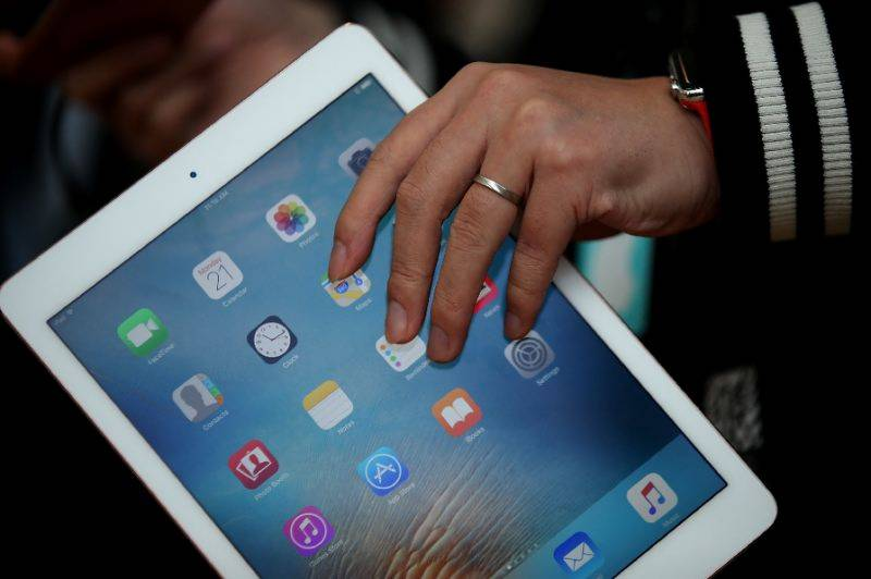 Apple extends push into businesses with SAP tie-up