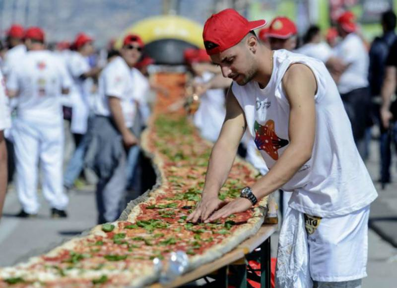 Italian chefs break Guinness record with 1.15 mile-long pizza