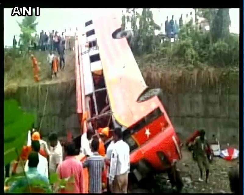 India: 17 dead as bus collides with two cars on Pune-Mumbai expressway