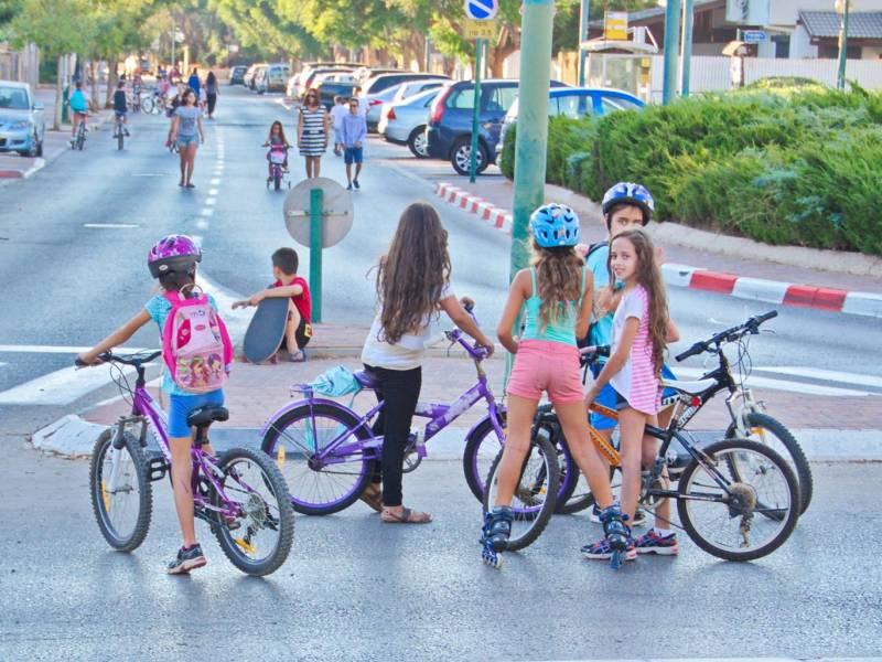 Six-year-old girls riding bikes are too 'provocative': Israeli Jewish Rabbi