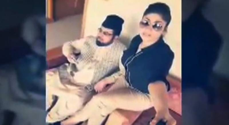 Did Qandeel Baloch just apologize to Mufti Abdul Qavi for dragging his name through the mud?