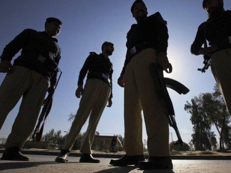Unidentified policemen shoots man dead in Karachi