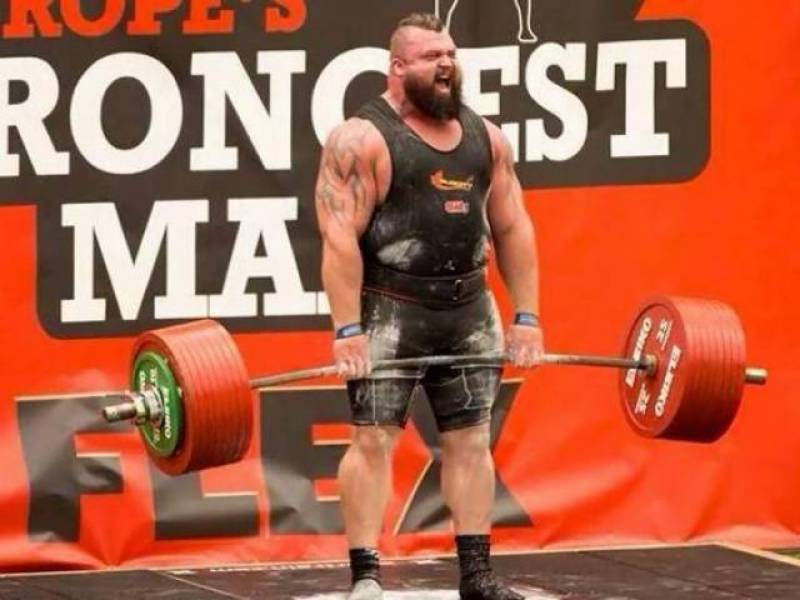 British weightlifter nearly kills himself during inhuman feat of strength