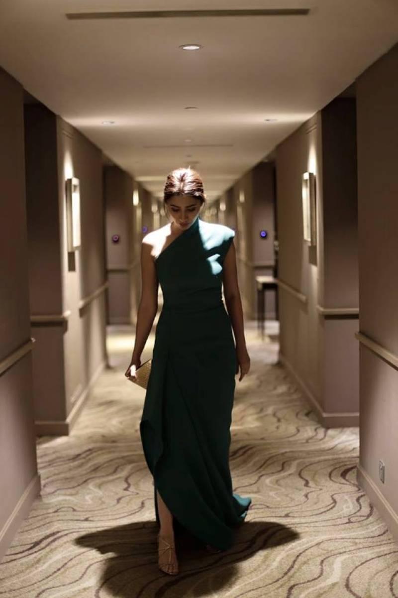 Mahira Khan turns heads in India with stunning Vogue Beauty Awards win