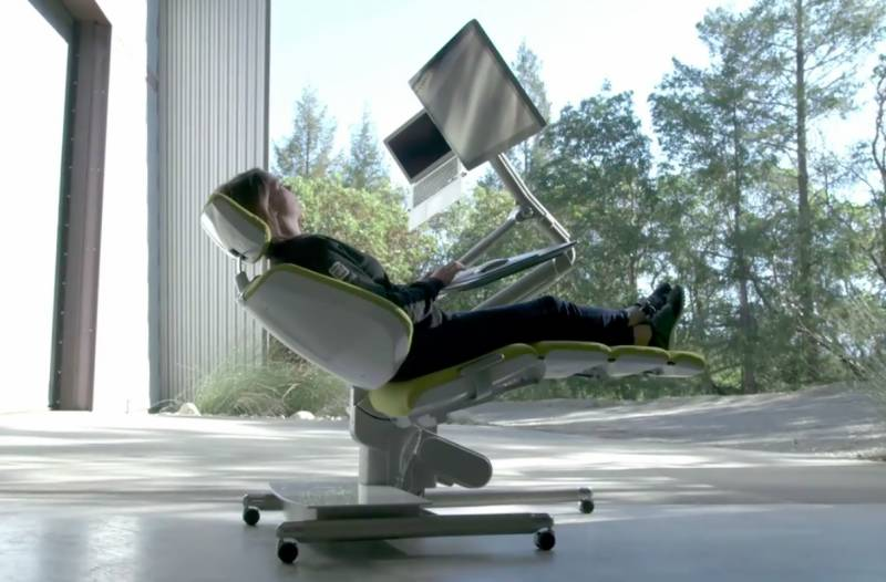 VIDEO: This futuristic desk lets you do office work while lying completely flat