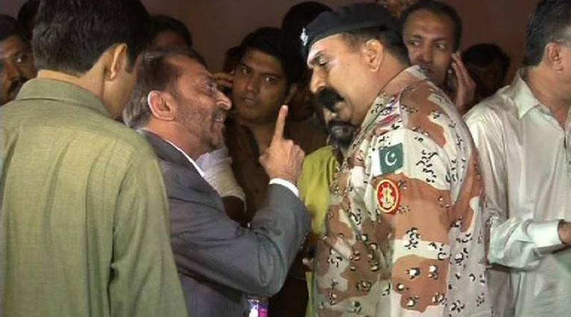 VIDEO:Farooq Sattar detained by rangers during a live press conference