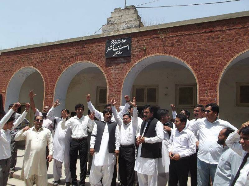 Lawyers stage protest against encroachment in Shakargarh