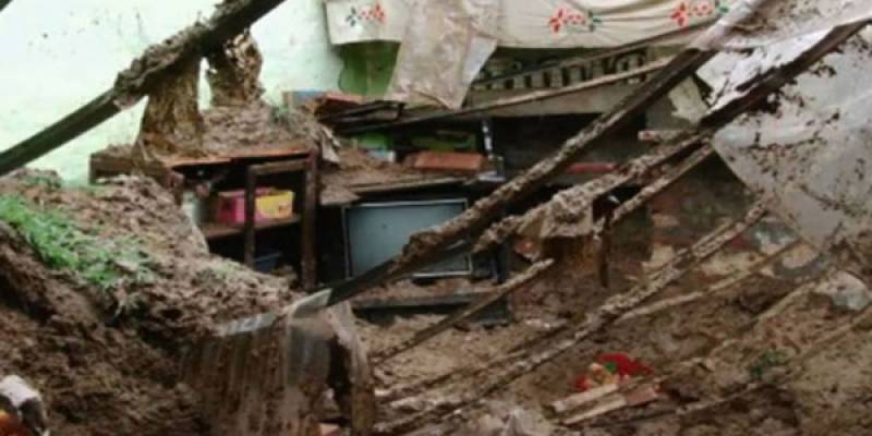 Two killed as roof collapses in Lahore