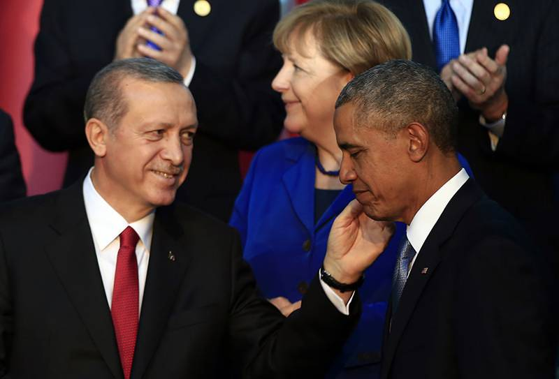 Obama gives in to Erdogan's pressure, promises to take legal action against coup plotters