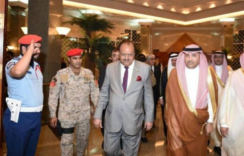 President Mamnoon arrives in Saudi Arabia to perform Hajj