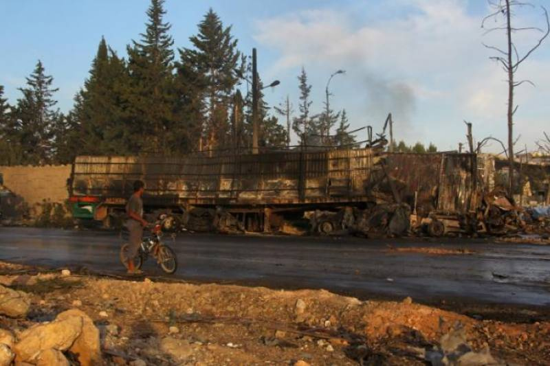 Diplomats struggle to save Syrian truce as US blames Russia for aid convoy attack