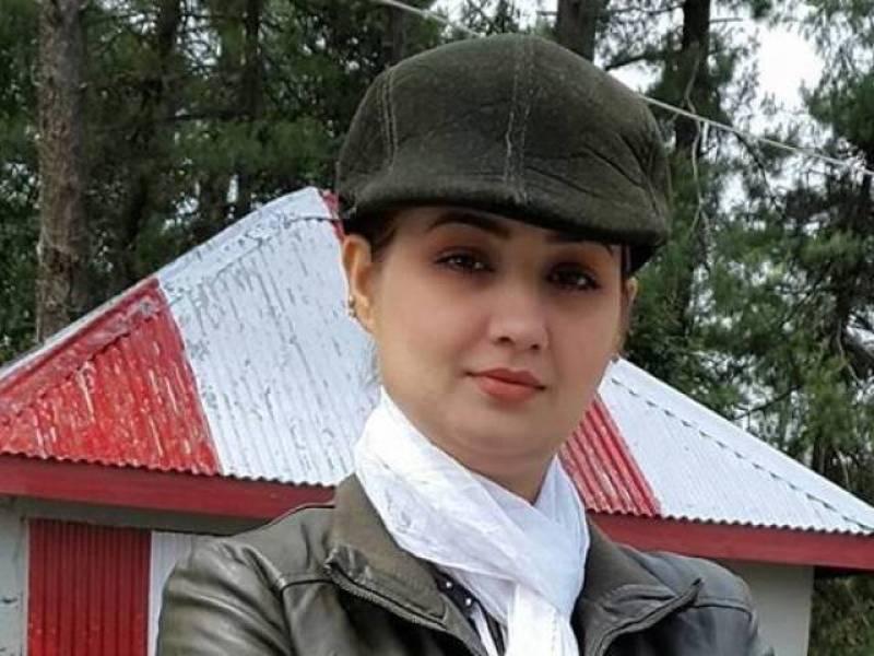Abb Takk's 'Khufia' programme's host Sana Faisal poisoned by fan