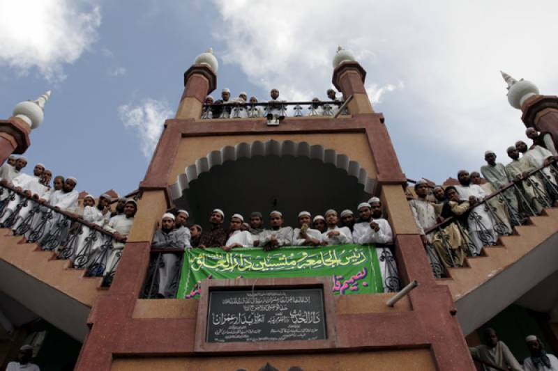 Did Dar ul Uloom Deoband really burn Pakistani flags in India?