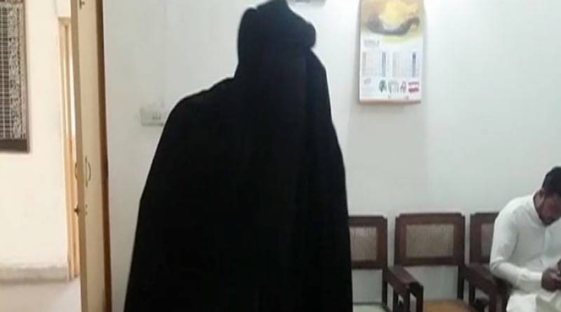Burqa-clad man arrested in Gujranwala as he tried to join women's shorter queue at NADRA office