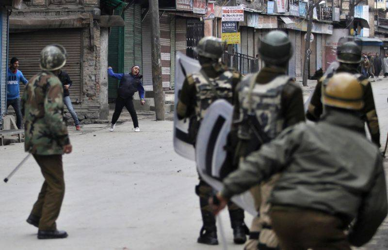 Security post in occupied Kashmir attacked, one cop killed