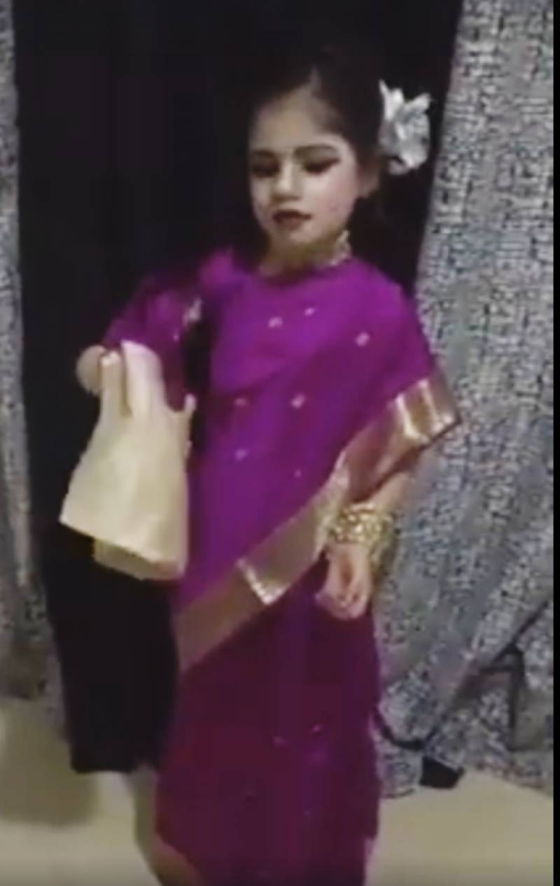 Little girl impersonates Late Madam Noor Jehan, awes viewers!