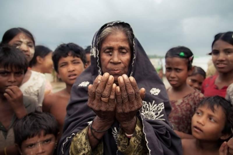Rohingya Muslims flee Myanmar amid violent attacks by security forces