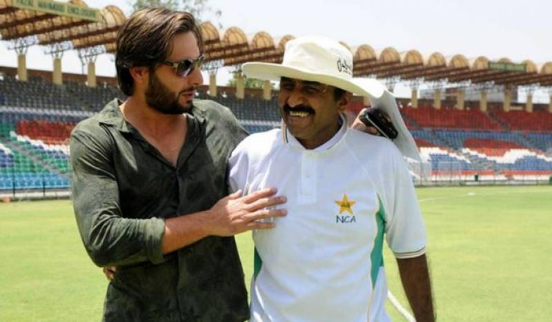Tussle comes to an end; Afridi, Miandad to meet on Saturday