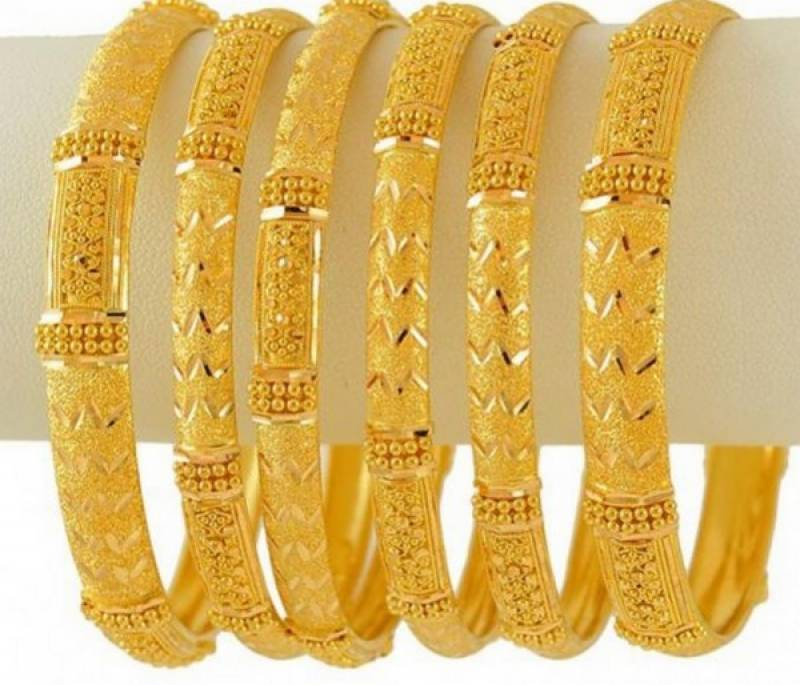 Gold price surges by Rs 400 per tola