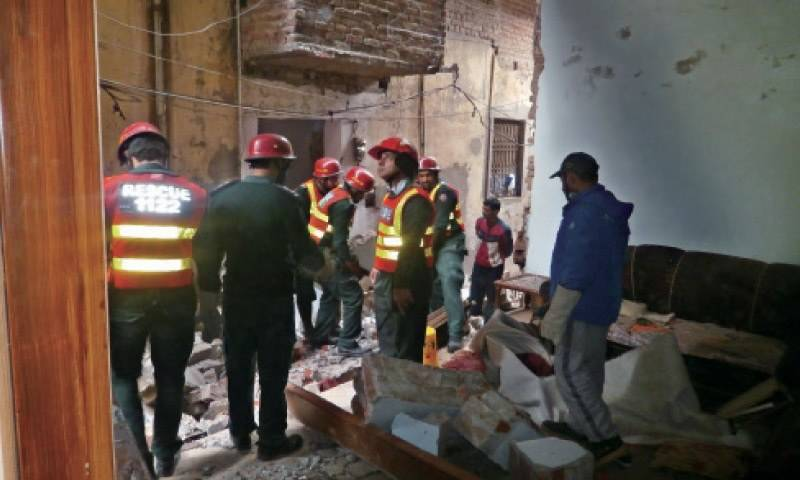 15 injured as roof collapses in Lahore