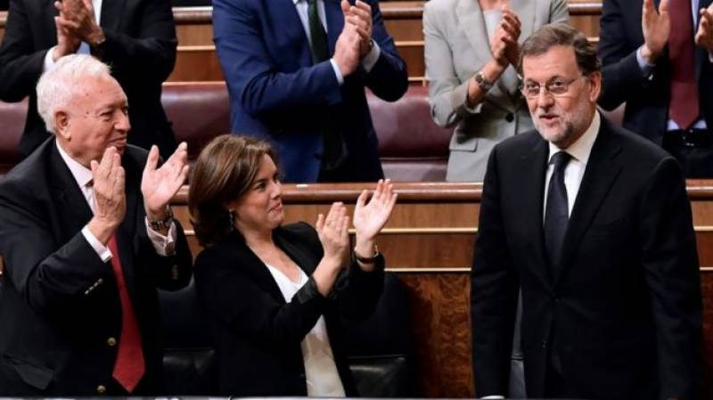 Conservative leader Mariano Rajoy wins vote to lead Spain minority govt