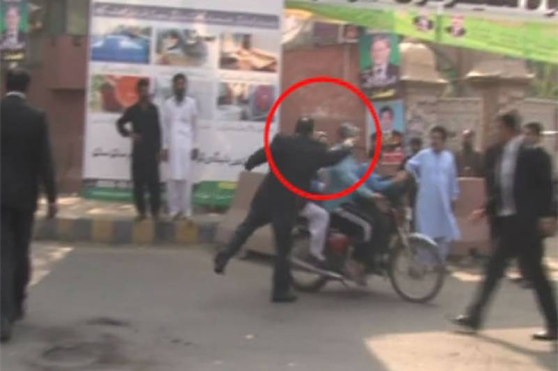 PTI lawyer's licence to be cancelled for mishandling citizens