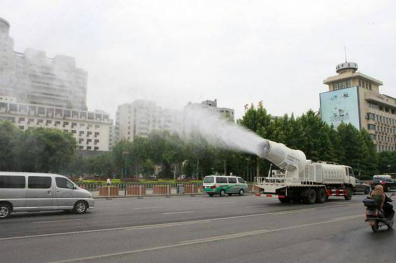This weird machine working in China can also be very useful for Lahore. Do you know what it is?