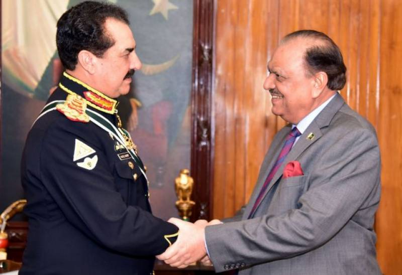 Gen Raheel played pivotal role for peace, says President Mamnoon after farewell dinner