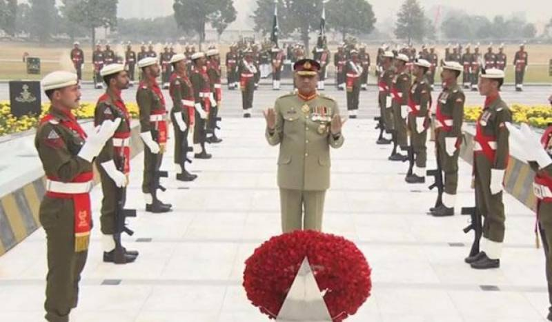 COAS Gen Bajwa arrives at GHQ, inspects guard of honour