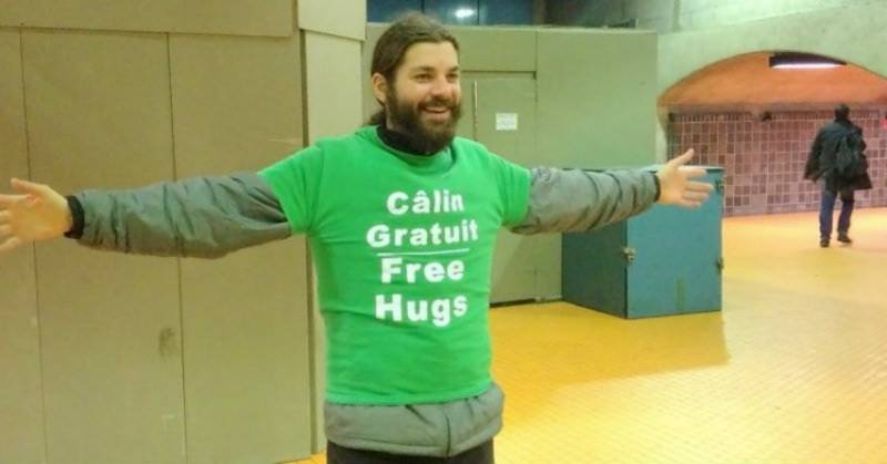 Man gets $101 ticket for giving out FREE HUGS