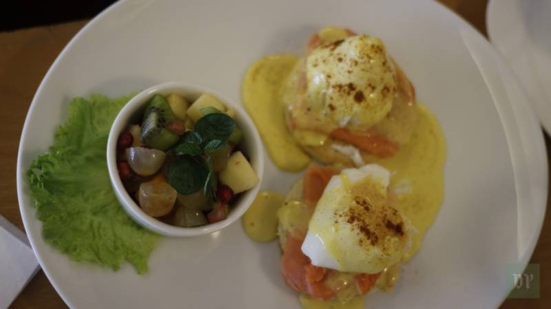 Sweet Affairs Brunch at DHA Phase 5 by Sania Waqar: We are IN LOVE with the Classic Eggs Benedict with Salmon!