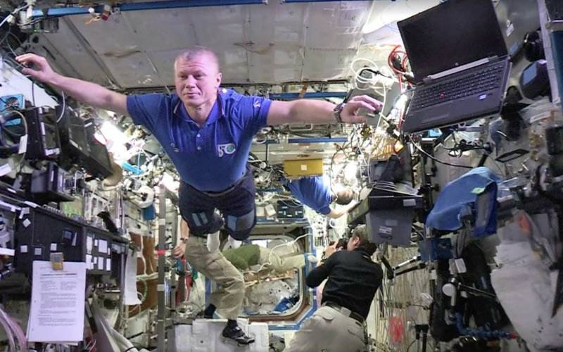 Watch astronauts on the International Space Station taking the Mannequin Challenge to new heights
