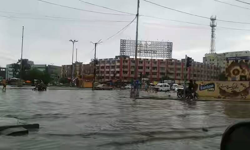 Karachi: Intermittent rain causes power outage, road chaos