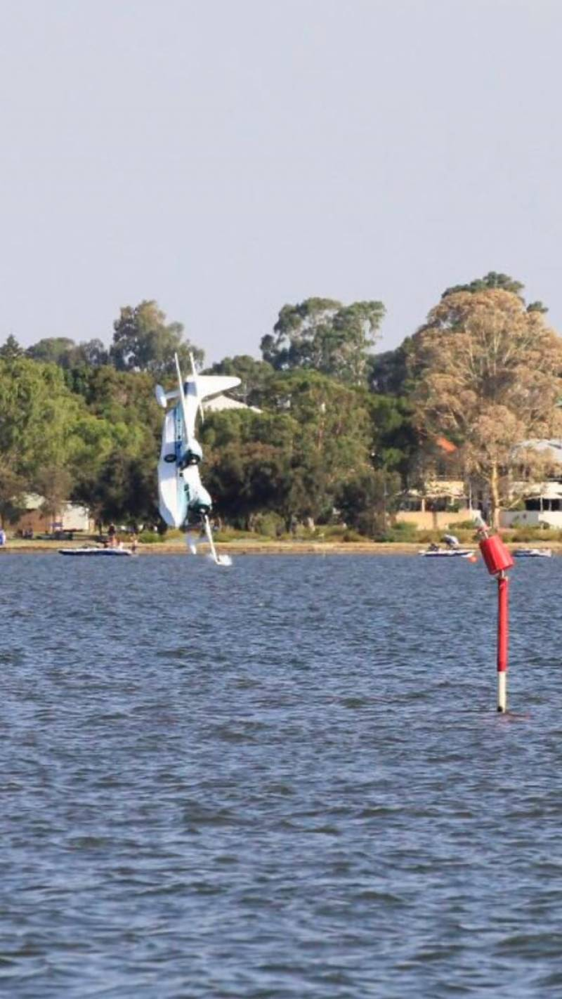 Watch horrific sight of crashing a seaplane into Swan River during Australia Day festivities