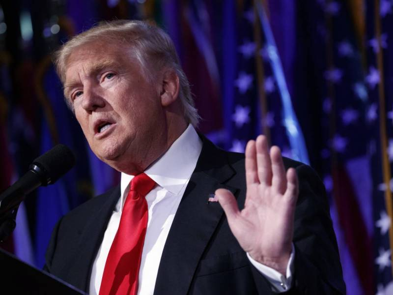 Trump clarifies visa ban policy for 7 Muslim countries amid protests