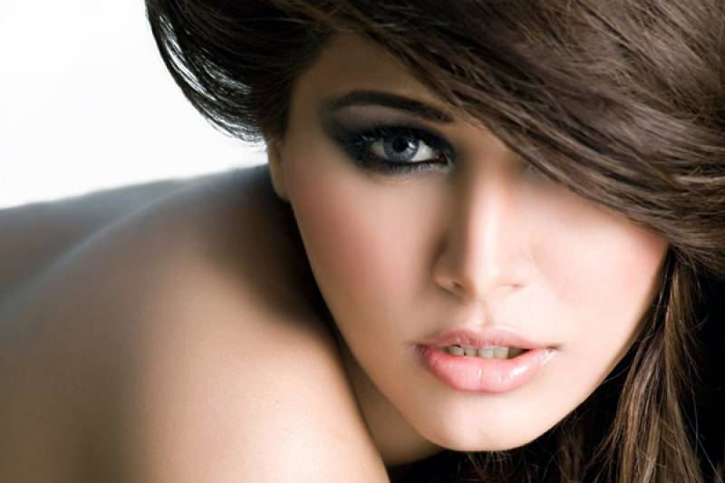 Model Ayan Ali's abashing picture goes viral!