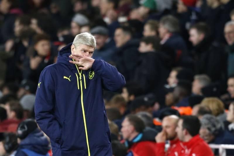 Pressure mounts as Wenger mulls Arsenal future
