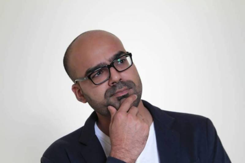 Comedian Junaid Akram disappointed after people don't show up to pick books he brought for them from Dubai