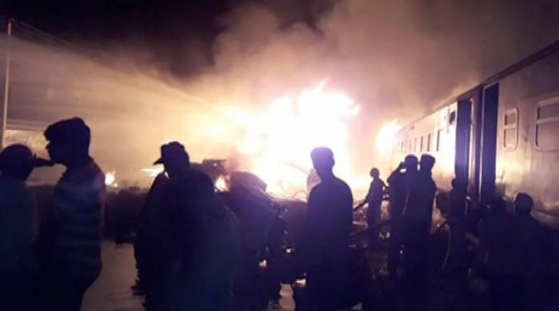 Two dead, 10 injured as Shalimar Express collides with oil tanker