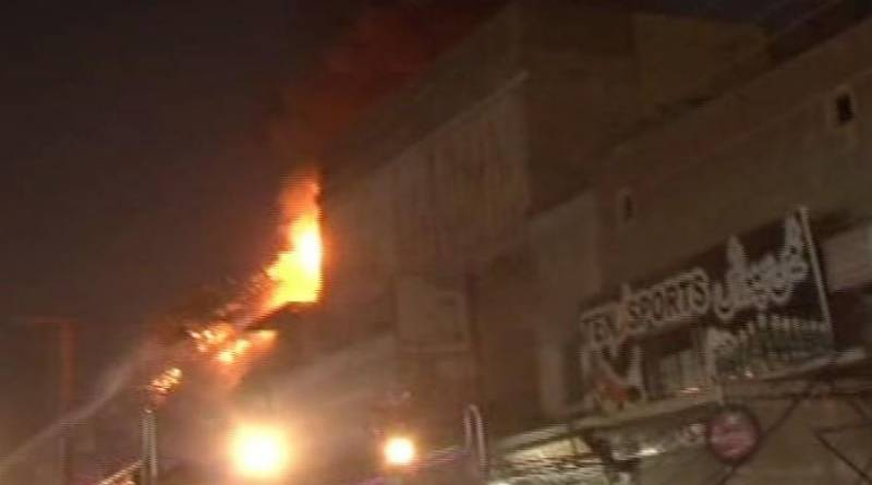 Three injured as building in Multan catches fire
