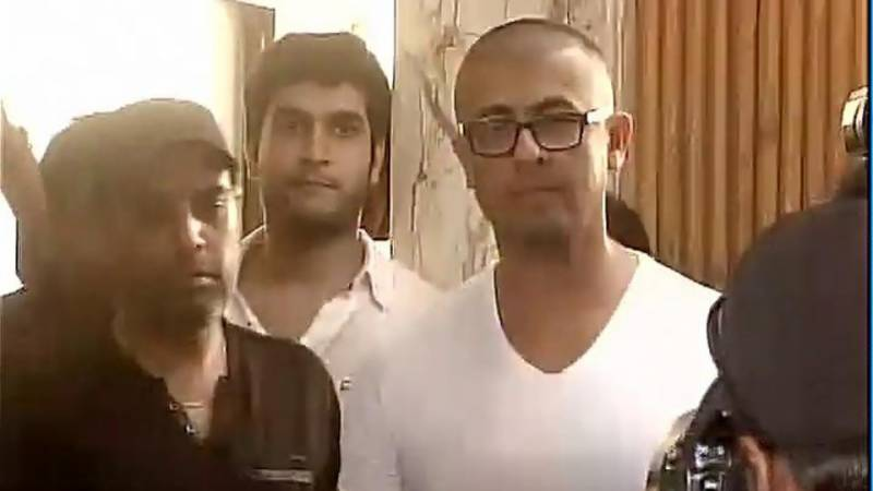 Sonu Nigam shaves his head in response to maulvi's outcry on Azaan tweets, and the Internet is buzzing!