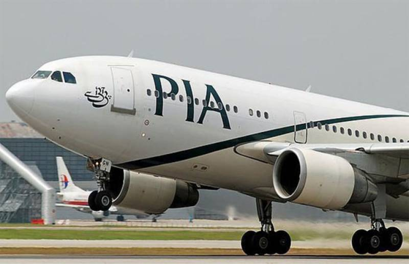 PIA pilot pushes crew members out, invites Chinese lady into cockpit